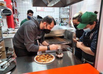 David López de Local de Ensayo crea una pizza de autor para Porta Vía de Puente Tocinos